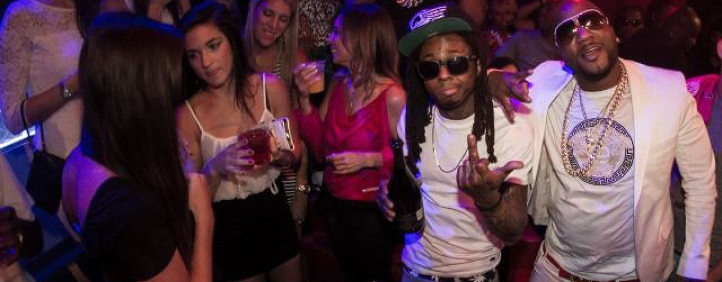 Lil Wayne Makes Sure That There Are Beautiful Women Around Him At Times, So Why Are People Mad? Here's Why…