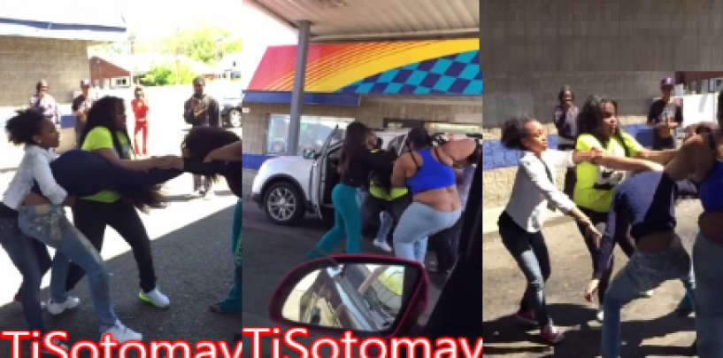 A BT-1000 Brawl Caught On Video As Bystanders Were Forced To Smell Feet, Azz, Weave, Fish & Chips! (Video)