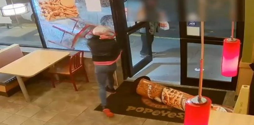 Violent Black Whore Destroys Popeye's Restaurant As She Was Unhappy About Her Food & Service! (Video)